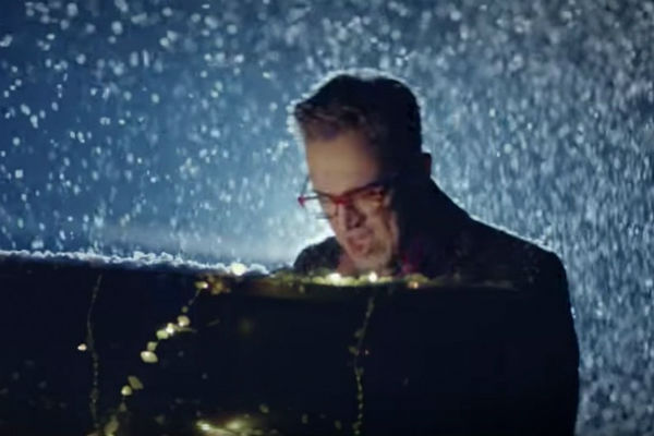 watch-it-s-beginning-to-feel-a-lot-like-christmas-aurus-tom-fletcher-releases-stunning-video-ahead-of-new-stage-show
