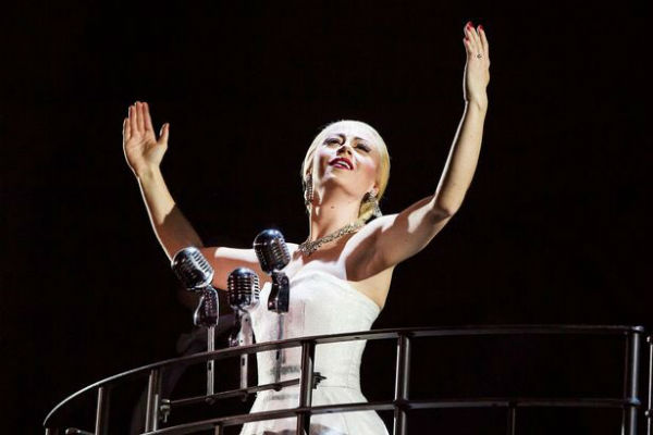 evita-rises-once-again-in-london-at-the-phoenix-theatre