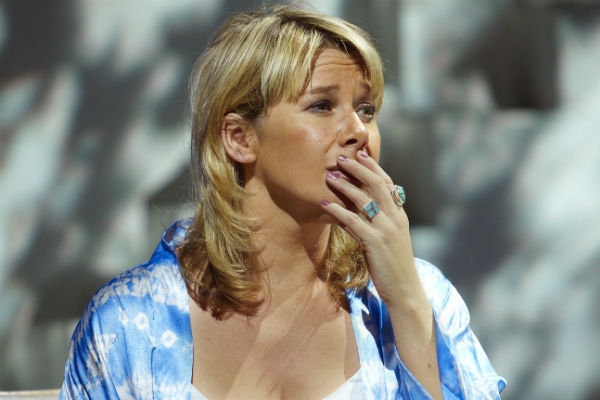 mamma-mia-extends-to-march-2017-linzi-hateley-returns-as-donna