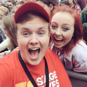 Lucky StageFaves competition winner Sophie Norton getting a selfie with Perry at West End Live 2016