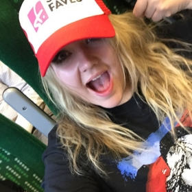 A StageFaves fan just got her cap signed by Perry
