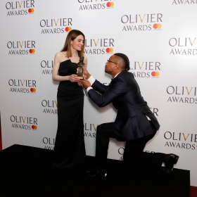 In the press room: Shirley Henderson with Cuba Gooding Jr. © Pamela Raith
