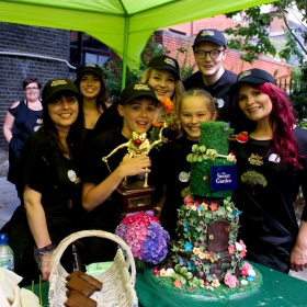 The Winner - Secret Garden cakes and cast