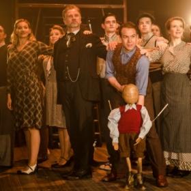 Gary Tushaw and cast in Allegro. © Scott Rylander