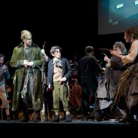 Darren Day, Ilan Galkoff & ensemble © Peter Jones 2016