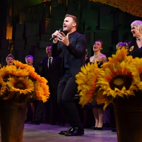 Gary Barlow, cast & the original Calendar Girls at The Girls gala, 20 February 2017. © Alan Davidson