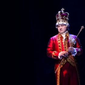 Michael Jibson (King George) in Hamilton at Victoria Palace, London. © Matthew Murphy