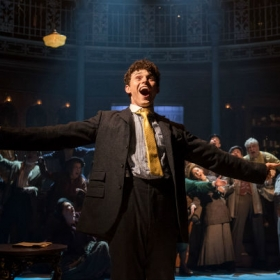 Charlie Stemp in Half a Sixpence. © Manuel Harlan