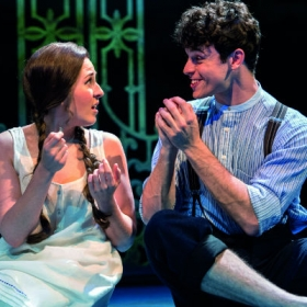 Devon-Elise Johnson & Charlie Stemp in Half a Sixpence. © Manuel Harlan