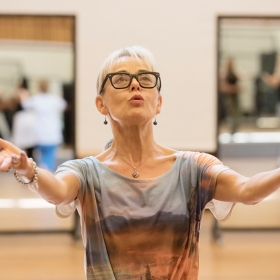 Tracie Bennett in rehearsal for Follies. © Johan Persson