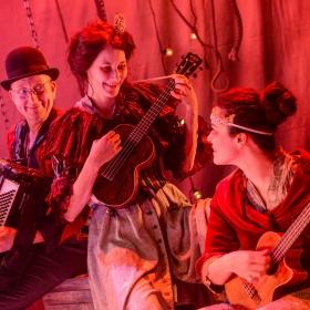 Tim Dalling, Sofie Lyback & Tatiana Santini in La Strada. © Robert Day