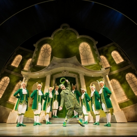 Rufuc Hound & Company in Wind In The Willows. © Marc Brenner