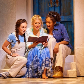 Harriet Bunton, Georgina Castle & Bobbie Little in Mamma Mia. © Brinkhoff & Migenburg