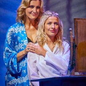 Sarah Poyzer & Georgina Castle in Mamma Mia. © Brinkhoff & Migenburg