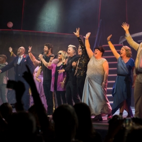 Lulu, Take That & cast onstage on Press night. © Phil Treagus