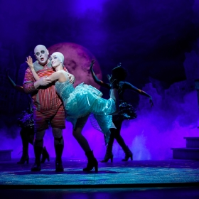 Les Dennis & Jessica Buckby in The Addams Family. © Matt Martin