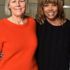 Phyllida Lloyd & Tina Turner at 2017 workshop. © Hugo Glendinning