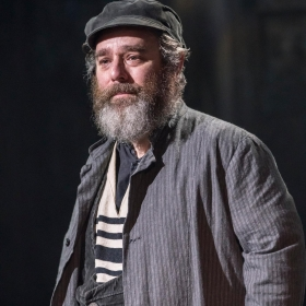 Fiddler On The Roof at the Menier Chocolate Factory, London, Dec 2018. © Johan Persson