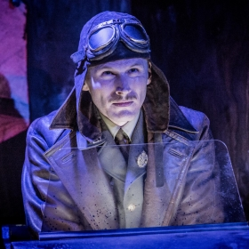 Billy Bishop Goes to War at Jermyn Street Theatre. © Robert Workman