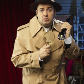 Jason Manford as Frank Cioffi in CURTAINS, 2019. © Seamus Ryan