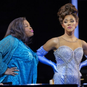 Amber Riley & Lily Frazer in Dreamgirls. © Mogenburg