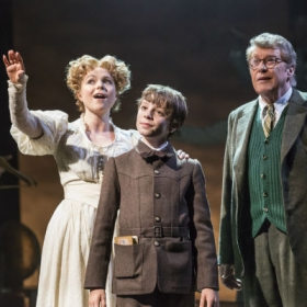 Gemma Sutton, William Thompson and Michael Crawford in The Go-Between. © Johan Persson