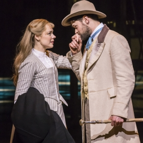 Gina Beck and Chris Peluso in Show Boat. © Johan Persson