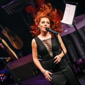 Rachel Tucker in concert